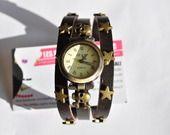 montre bracelet bracelet cuir marron avec 2 tetes de mort et etoiles : Montre par les-petites-mains-magic