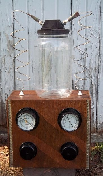 """DIY Mad Scientist lab prop {this would look great with a cauliflower """"brain"""" soaking in some murky, green water}"""