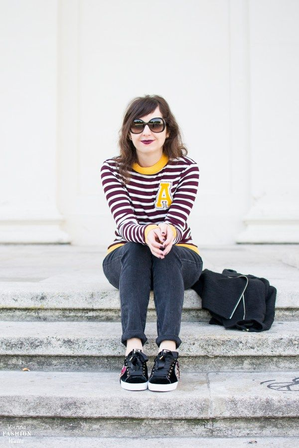 Patch up your Outfit | Stripes, Denim and Sneakers Streetstyle | Foto was taken at the Karlsplatz Vienna