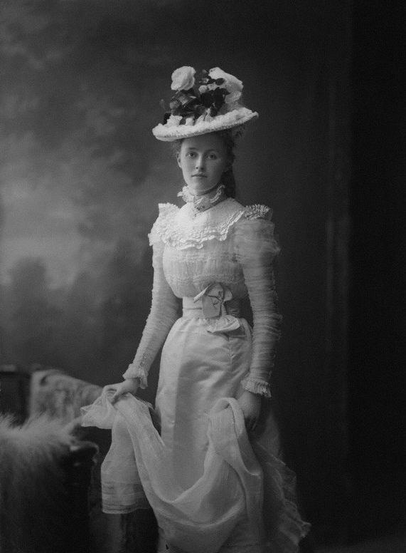saisonciel:  Margaret Hamilton-Russell by H. Walter Barnett, 1900s