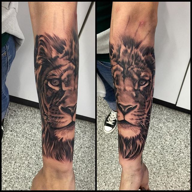 Today was a mellow day , got to take my time on this big lion tattoo ...for tattoos text me and I'll get ...