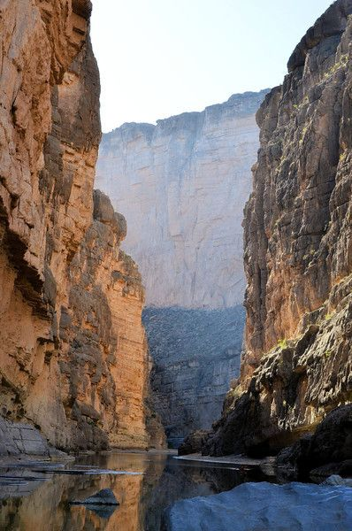 Santa Elena Canyon in Big Bend National Park, #Texas. I went water rafting here, wow! had a wild raid hahaha, of course, also I went hiking with Jason, Erick and Ivan :)