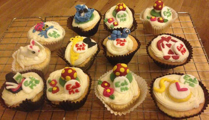 Alice in Wonderland homemade vanilla cupcakes ❤️ with vanilla frosting