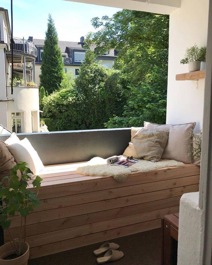 Mitglied Fraeuleinfraenzchen Begeistert Uns Mit Ihrem Neu Gestalteten Balkon Die Sitzbank Ist Ein Idealer Son Lounge Mobel Balkon Outdoor Dekorationen Balkon