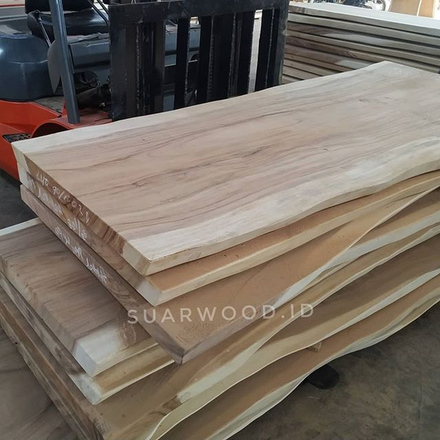 Dining Table Top Solid Suar Wood Furniture Manufacturer And Supplier We Are Suar Wood Supplier Indonesia Solid Wood Furniture Exporter And Manufactur Meja Makan