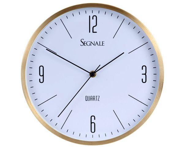 Okrągły zegar ścienny wyposażony we wskazówki do odmierzania godzin i minut oraz sekundnik. Z pewnością świetnie wpasuje się do każdego pomieszczenia - pokoju gościnnego, biura, kuchni lub sypialni. Wygodne i proste w użyciu pokrętło pozwoli w łatwy sposób nastawić aktualny czas. Atrakcyjny, nowoczesny design. Ø 30 cm