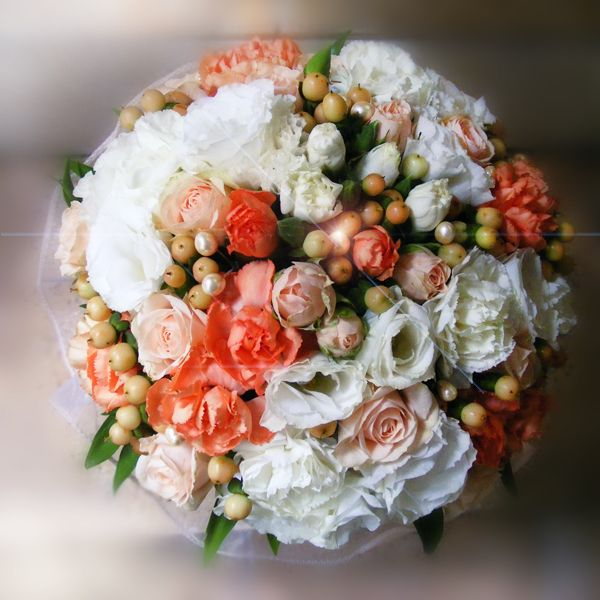 Bridal bouquet with peach flowers