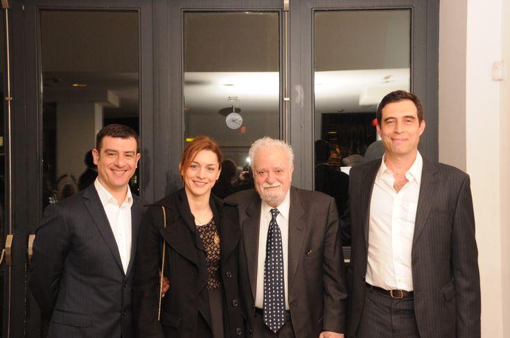 Συζήτηση «Η Γαλλία της Μελίνας», Σάββατο 8 Μαρτίου 2014. Γιώργος Αρχιμανδρίτης, συν-συγγραφέας του βιβλίου «Μελίνα-Μια σταρ στην Αμερική» (εκδ. Πατάκη), παραγωγός ραδιοφωνικών ντοκιμαντέρ τέχνης και πολιτισμού, Γιούλικα Σκαφιδά, ηθοποιός, πρόσφατα βραβευμένη με το βραβείο Μελίνα Μερκούρη για την ερμηνεία της στο θεατρικό έργο «Το πένθος ταιριάζει στην Ηλέκτρα», Σπύρος Μερκούρης και Σπύρος Αρσένης, Ερευνητής-Συν-συγγραφέας του βιβλίου «Μελίνα-Μια σταρ στην Αμερική»