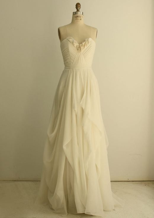 I love the ethereal feel of this dress. Would be great for a fairy/forest wedding.