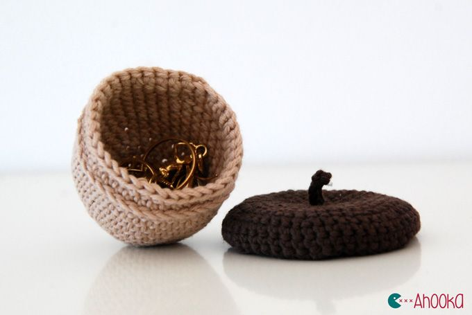 Scrat's Acorn - Free crochet pattern in English and French by Ahooka Migurumi (with link to free Scrat pattern)