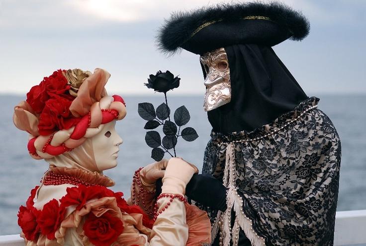 """О Венецианском Карнавале слышали наверно все, а видели ли вы его собственными глазами? AnyFly.ru (www.anyfly.ru) с удовольствием поможет вам организовать вашу поездку на карнавал в Венецию. Забронируйте отель в Венеции по выгодной цене со скидкой и вы сможете насладитесь процессом «изнутри»...  Акция """"Раннее бронирование"""". Подробности акции здесь: http://www.anyfly.ru/offers/107869/"""