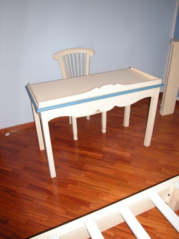 scrittoio per stanzetta in legno massello laccato bianco e azzurro