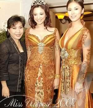 Anne Avantie - Designer with Miss Universe 2007