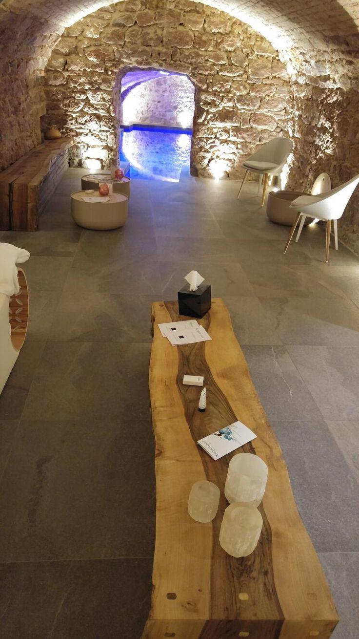 🇫🇷 Wellness Design in Francia La Pietra di #Lavis è stata scelta per vestire i suggestivi spazi della SPA con uno stile unico e un'atmosfera calda e accogliente, che rievoca alla mente i colori tipici del paesaggio naturale circostante. 5 Terres Hôtel & Spa - MGallery by Sofitel #KeopeProjects