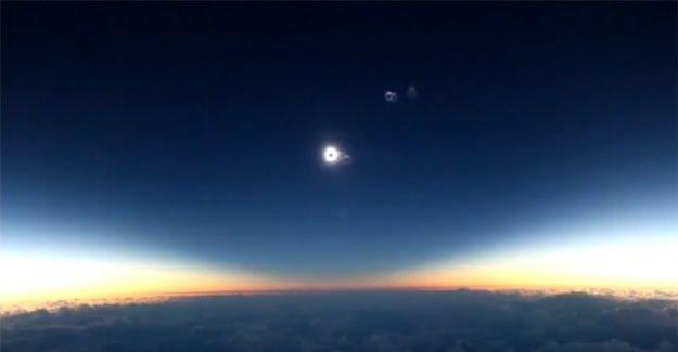 Uçakta 'güneş tutulması' anbean görüntülendi