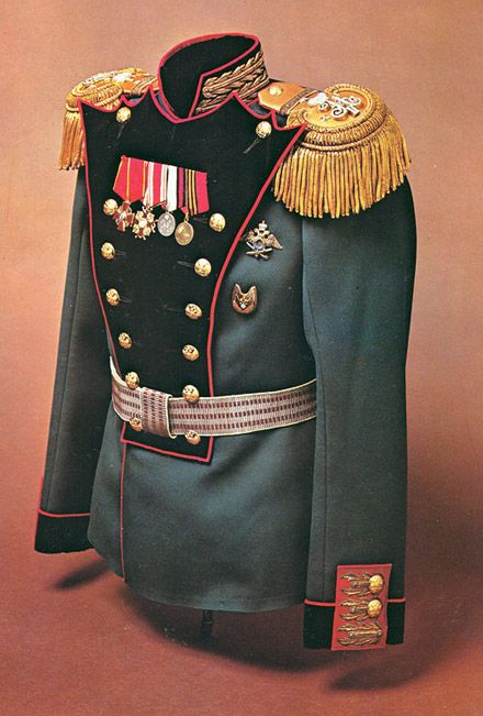 Imperial Russian officers tunic or 'mundir', Artillery of the Guard, circa 1908-14. Mollo Collection.