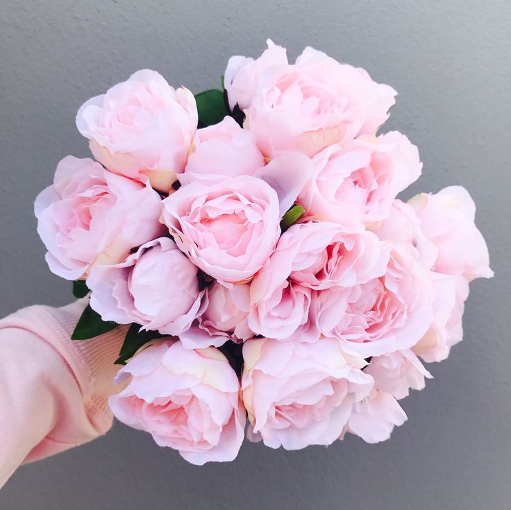 Premium artificial soft pink silk peonies. These stunning flowers are the 2017 new release with a hard centre so the flowers wont collapse. These will keep their shape forever! 5 stems per bouquet including three open blooms and two buds with foliage . Approximately 24cm in height. *Image shows four bouquets.