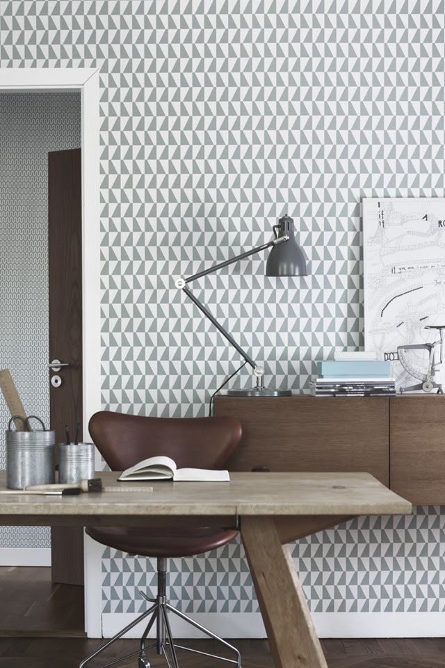 Natural materials in this study, with great geometric wallpaper by boras tapeter