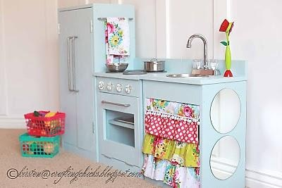 Love this one for Grace. I'm sure my hubby can whip this up for her 2nd bday.Old Furniture, The White, Minis Kitchens, Kitchens Plans, Toys Kitchens, Plays Kitchens, Kids Kitchens, Diy Projects, Play Kitchens