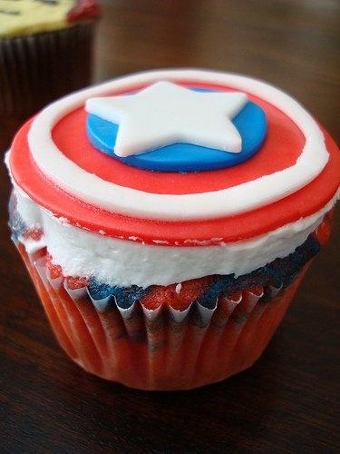 Captain America Birthday Cake and Cupcake Decoration Ideas