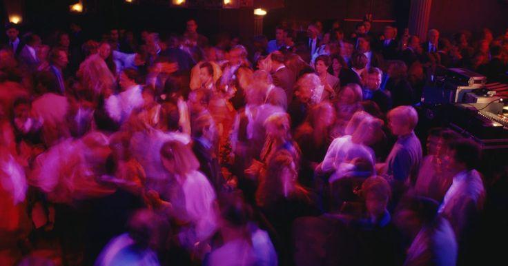 Los 10 mejores antros de México DF. ¿Te encuentras en el Distrito Federal y estás buscando una buena opción para salir a divertirte? En el siguiente artículo te presentamos 10 de los mejores antros de la capital mexicana. El menú incluye bandas en vivo, DJ's nacionales e internacionales, comidas típicas, tragos famosos y hasta competencias de ...