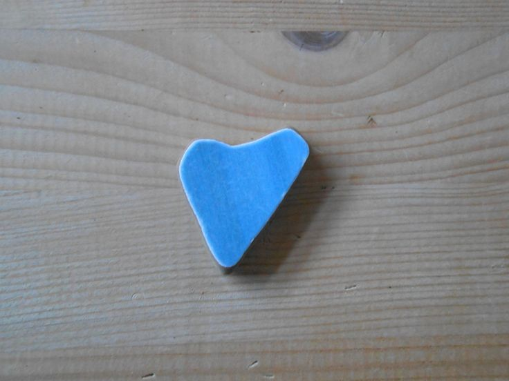 Genuine Sea pottery, heart shaped sea pottery shard,blue teal beach pottery, jewelry supplies,crafting,collectible, 1 piece        lotto244 di lepropostedimari su Etsy