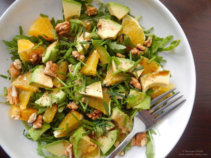 Salată cu avocado, rucola și portocală