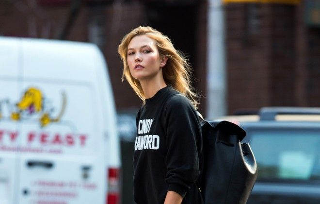 Ultimate girl crush Karlie Kloss has an important message to share. An exclusive look inside her work with super model Cindy Crawford for Every Mother Counts.