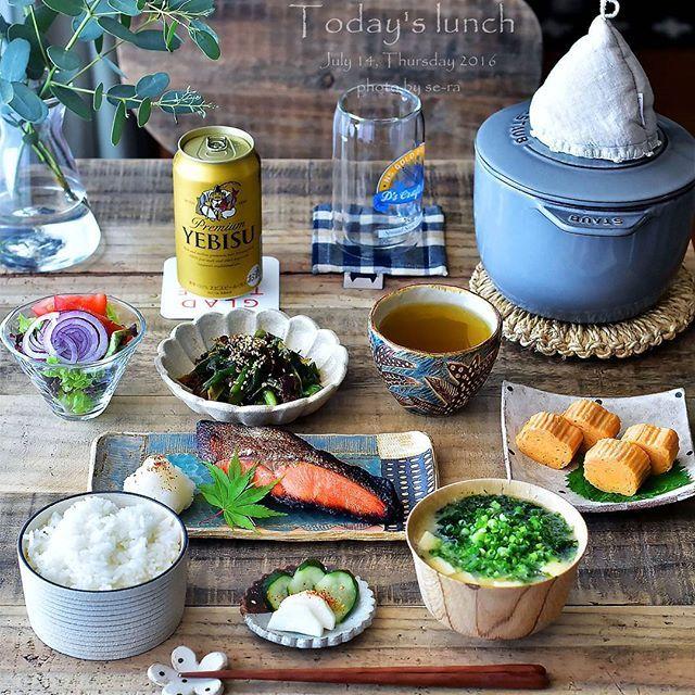 * 2016/07/14 * + . . お昼ご飯食べに行こう。って約束してたんだけど… . 待てずに先に食べちゃったもんで . . ちなみに糖質ZERO麺に色々乗っけて。 あぁ #痩せちゃう 。 . . なので旦那だけごはん . . . 銀鮭 卵焼き 九条葱と牛肉のピリ辛炒め 生野菜サラダ アオサとお豆腐のお味噌汁 #糠漬け きゅうりと大根 ごはん . . . お先にごめーん。って事で炊き立てご飯に焼き魚に、大好きな卵焼きやアオサのお味噌汁を用意して。 . 私は #昼ビール (*´艸`) 。 友達と夜ご飯食べて来るって言うし←息子。 飲みながらダラダラしとこ (笑) 。 ・ ・ ・ #お昼ご飯 #lunch #昼食 #ストウブご飯 #ストウブ鍋 #おうちごはん #焼き魚定食