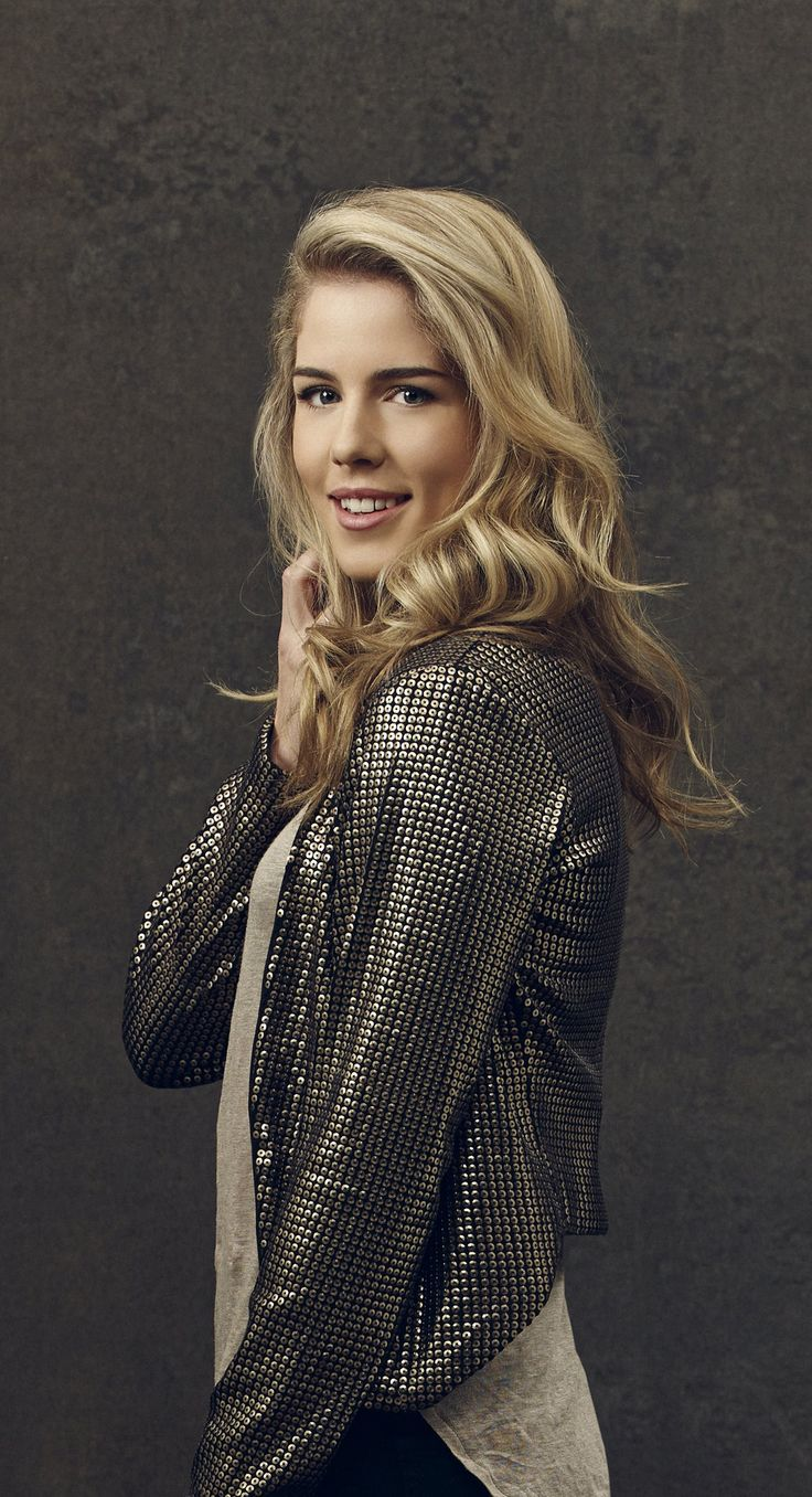 Arrow - New Promo Pics - Emily Bett Rickards (Felicity Smoak)
