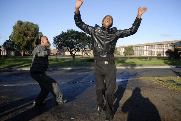 Escola de Esperança. Há uma escola na  Cidade do Cabo, África do Sul, um lugar que evoca imagens de drogas e desespero - que está mais focado no futuro de seus alunos do que qualquer outra escola no país. É apropriadamente chamada de Escola de Esperança.