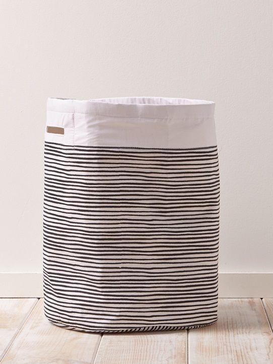 Grand panier à linge déco en toile épaisse, enduite à l'intérieur. Parfait pour accueillir le linge sale, le linge propre à repasser ou pour ranger de
