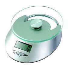 BASCULA DIGITAL: marca los gramos o kilos de  manera numérica en la pantalla