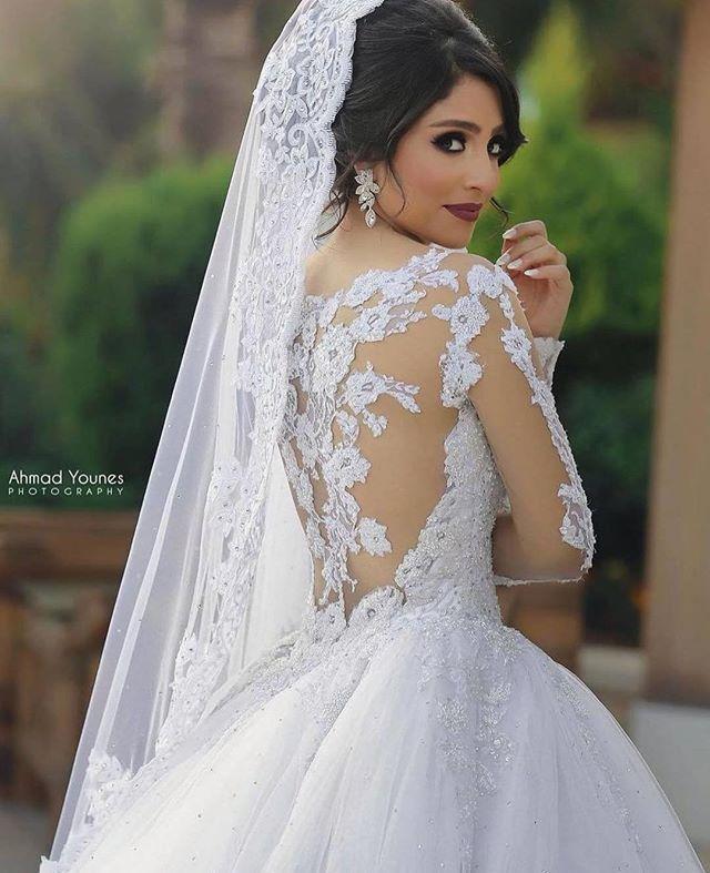 Detalhes perfeitos! ❤️❤️❤️ #universodasnoivas #noiva #weddings #wedding #weddingday #weddingdress #casamento #casamentos #vestido #vestidos #vestidodenoiva #make #makeup