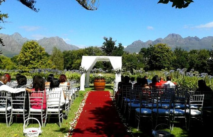 With its rolling lawns and lush gardens surrounded by vineyards and the Stellenbosch Mountains, Kleine Zalze is perfectly suited for al fresco Wedding Ceremonies.