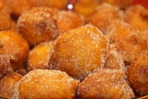 Filhós de Abóbora are Portuguese Fried Pumpkin Cakes, it doesn't get much better than that.