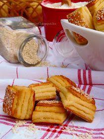 Mikor Alíz feltette a blogjára ezt a túrós pogácsa receptet, már akkor tudtam, hogy hamarosan el fogom készíteni, mert bá...