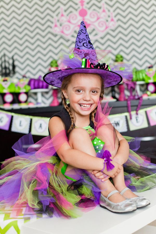 {Glam-o-ween} Modern Halloween Party // Hostess with the Mostess®
