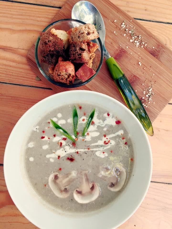 Supa crema de ciuperci si ardei umpluti. #poftabuna #supacremadeciuperci #ardeiumpluti #delicios #depost
