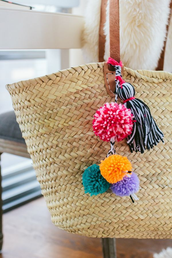 DIY Pom Pom Beach Bag, DIY Tassel Beach Bag, easy diy project, straw beach bag — via @TheFoxandShe