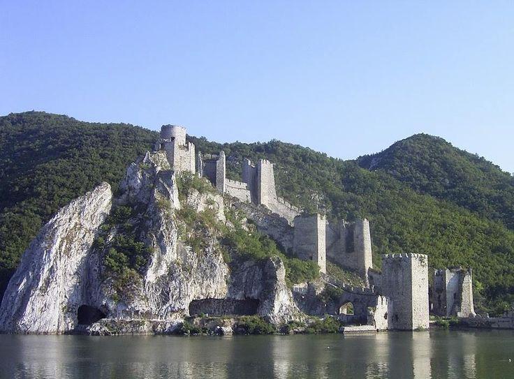 Vár az Al-Duna partján - Galambóc - Délvidék