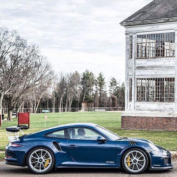 Porsche 911 GT3 RS. Dark Blue Metallic with Ceramic Composite Brake.: