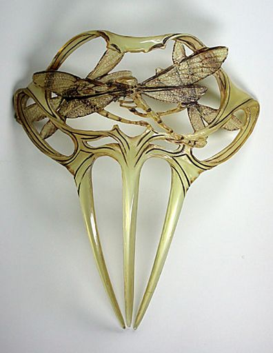 This elegant painted horn comb touches those who have Lalique hearts. Even though the design is layered, the transparency allows light to shine through the comb, perfectly expressing a dragonfly in real life.
