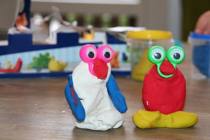 Regenachtige dag = knutselmiddag met de kids.  Met zachte klei en oobi ogen beestjes gemaakt. Te bestellen via www.toys42hands.nl