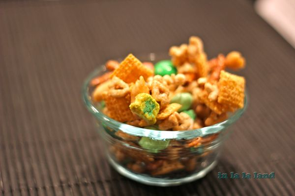 pot of gold chex mix: Pot Of Gold, Crafts Ideas, St. Patty, Gold Chex, Holidays Mars, Pots Of Gold, Chex Mixed