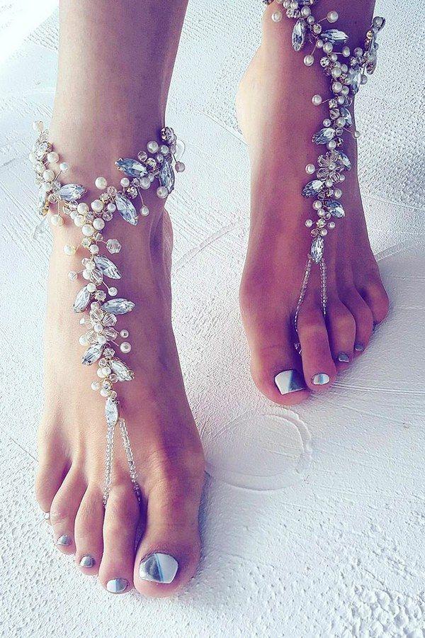 beach wedding shoes nelipotsinsts via instagram / http://www.himisspuff.com/beach-wedding-shoes-barefoot-sandals/