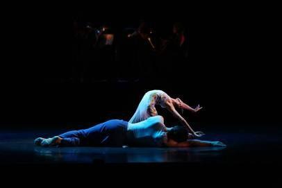 'Sweet Beginnings' for Queensland Ballet. Dancers: Lina Kim, Matthew Lawrence. Pic: David Kelly