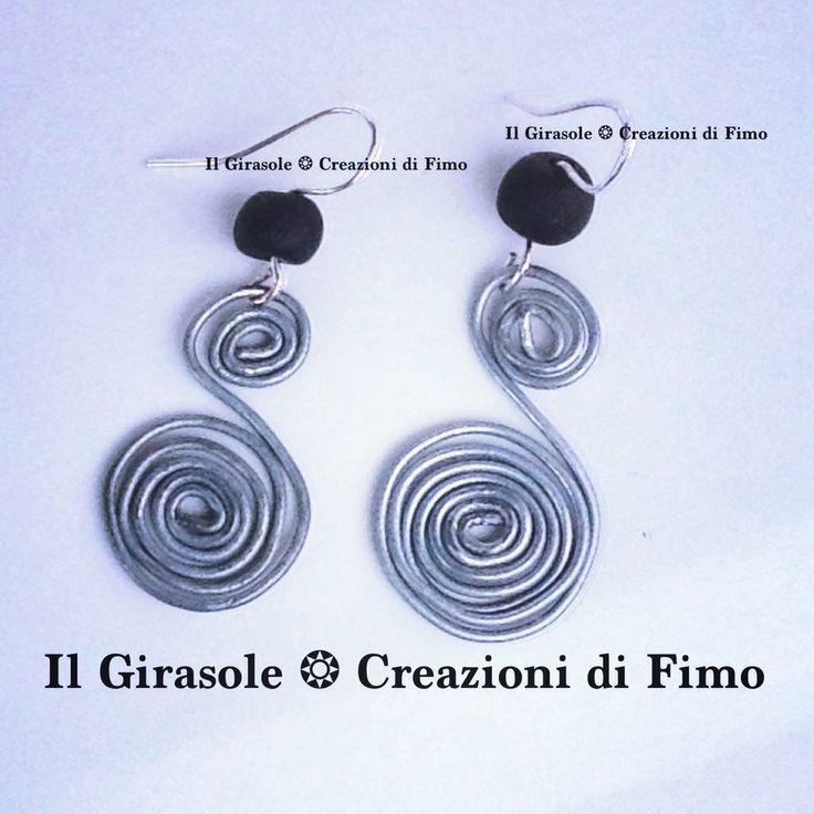 #Orecchini #pendenti con #spirale in #wire e #perla in #fimo fatti a mano, by Il Girasole ❂ Creazioni di Fimo, 5,50€ su misshobby.com  #handmade #swirl #wirewrapped #polymerclay #polymer #clay #earrings