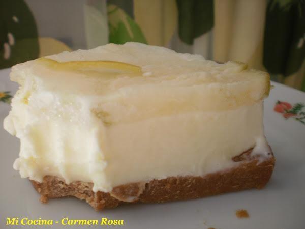 Tarta helada de yogurt y limón