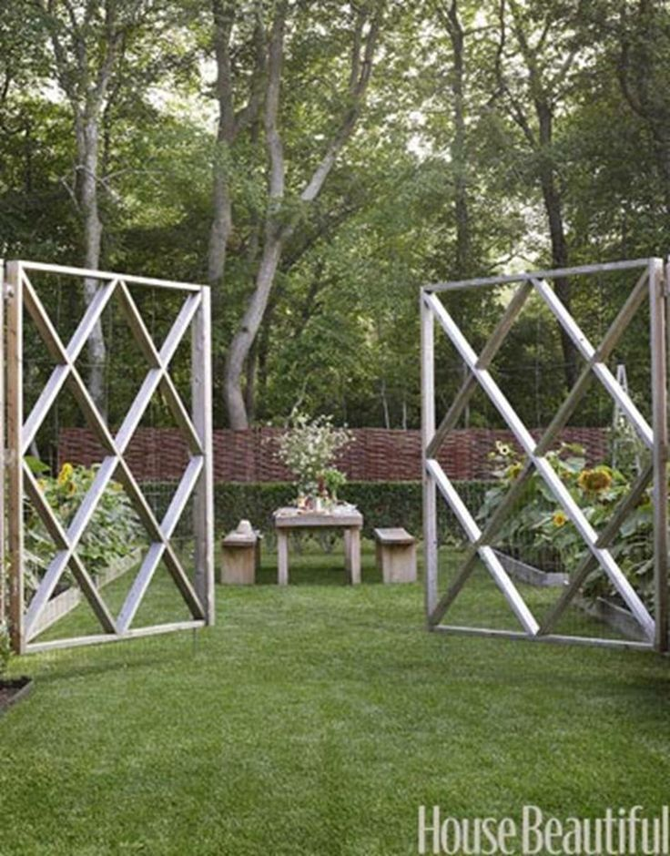 Cedar Fence W Wire Reinforcement And Wire Mesh Screening To Keep Deer Out Garden Pinterest